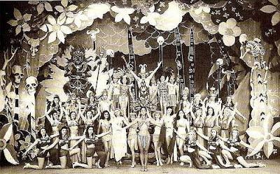 Uma das primeiras montagens de Walter Pinto - Teatro Recreio -  Rio de Janeiro, anos 40.  Read more: http://cifrantiga3.blogspot.com/2006/03/teatro-de-revista.html#ixzz1v54LIJEF