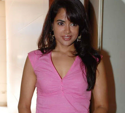 Bollywood movie actress Sameera Reddy at the Designer Mandi 2009 show
