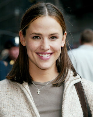 Hollywood actress Jennifer Garner has admitted that she never wanted to be in front of camera and that theatre was her first love.