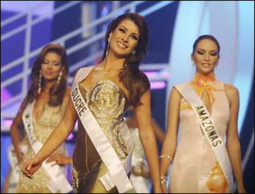 Miss Venezuela, Stefania Fernandez, was crowned as Miss Universe 2009 in the Bahamas