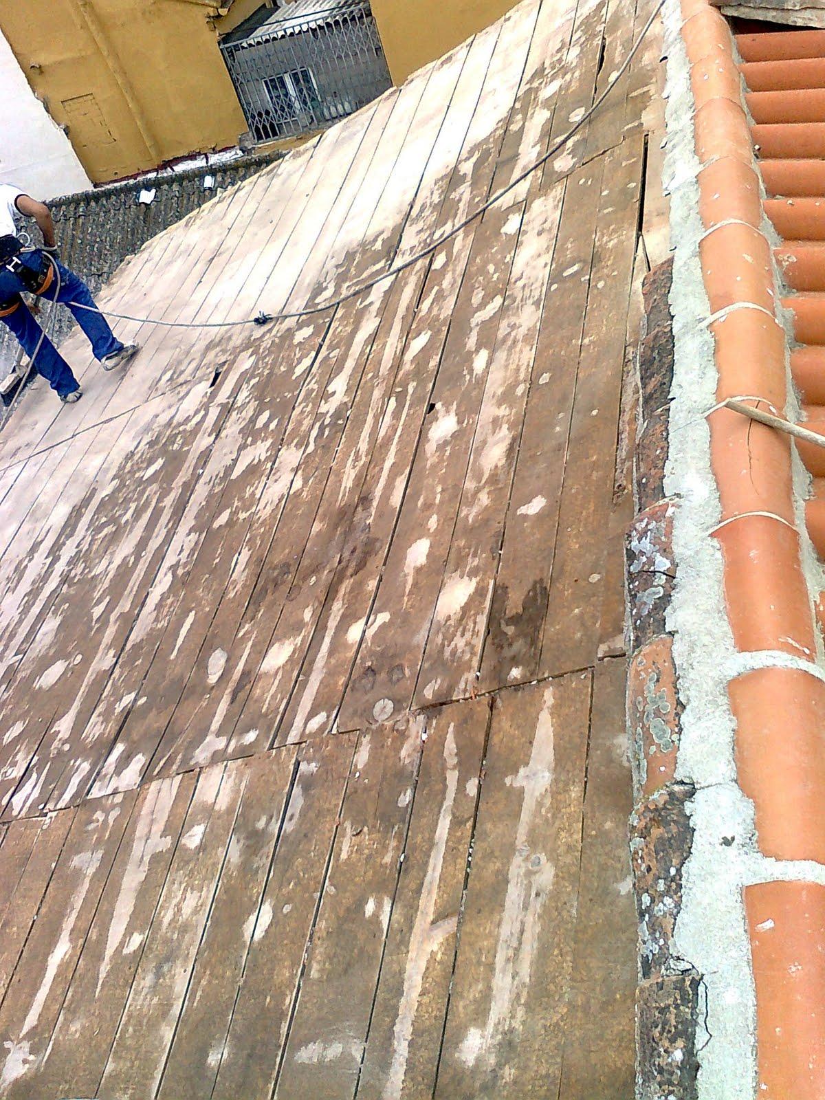 Fotos de reparacion tejado de madera trabajos en for Tejados de madera antiguos