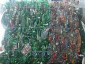 Materiais recicláveis prensados...