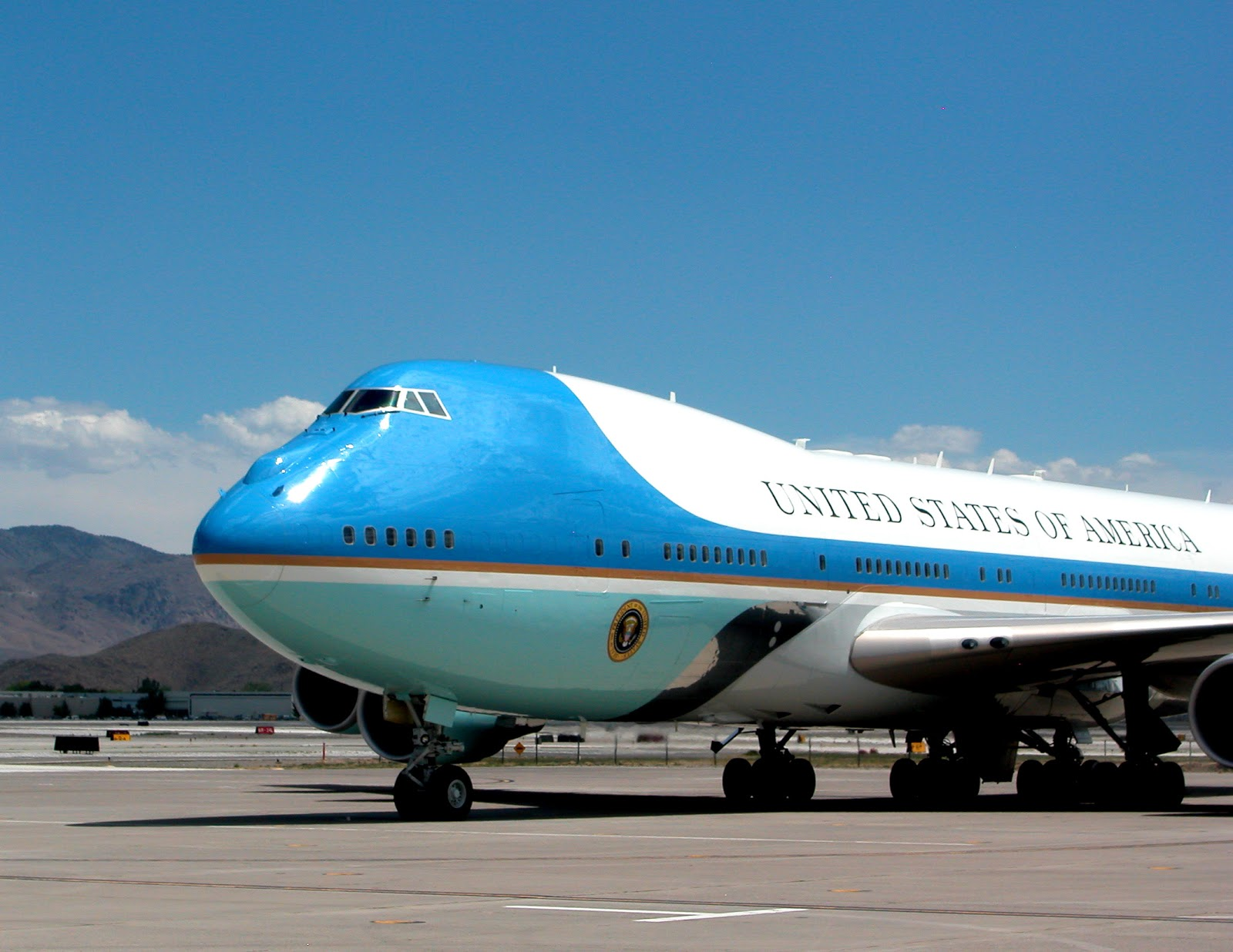 sandy air force one arrives
