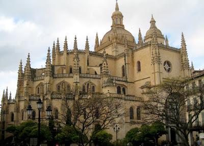 http://2.bp.blogspot.com/_EgYN6vENFl0/SSBy1MXfeqI/AAAAAAAABZc/DitxfXqcDhg/s400/Segovia_Cathedral_Exterior.jpg