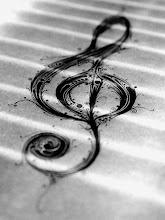 Música, de tanto que te estrangulo