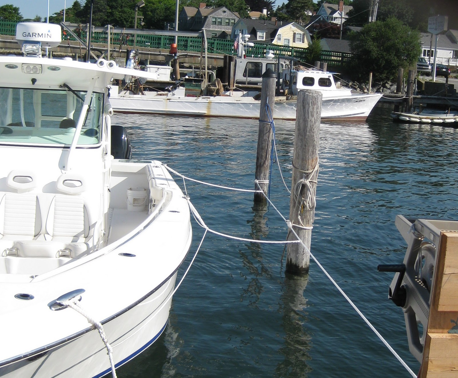 the marine installer s rant an everglades 35 some very although it looks complicated this is elegant simplicity at its very best a line was stretched from the dock around the pilings and snugged up a
