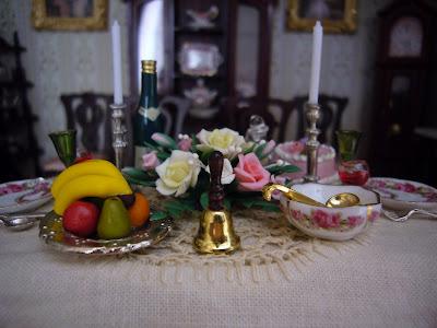 La casa delle bambole di flora la tavola vittoriana for Piano casa delle bambole vittoriana