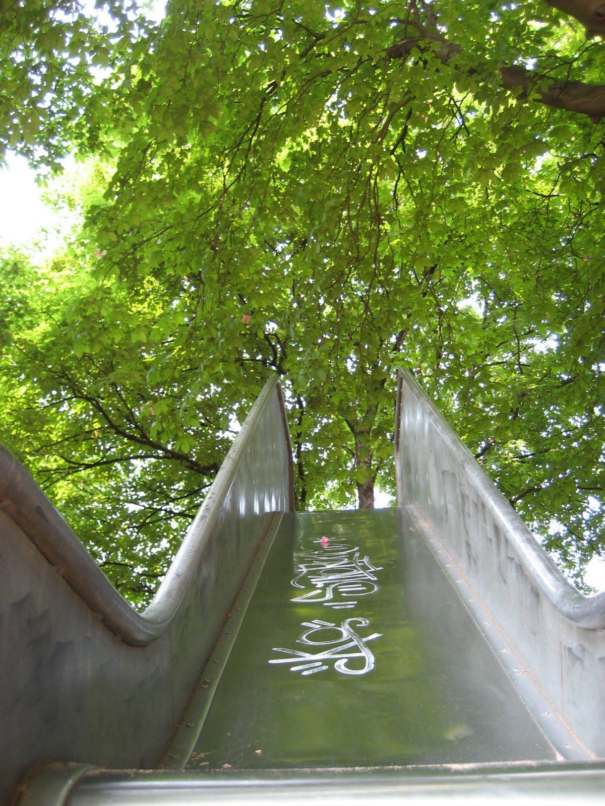 http://2.bp.blogspot.com/_EkaL1HN87dY/S54OFB8RbtI/AAAAAAAAAJA/0zQsMfOC_TA/s1600/graffiti+slidew.jpg