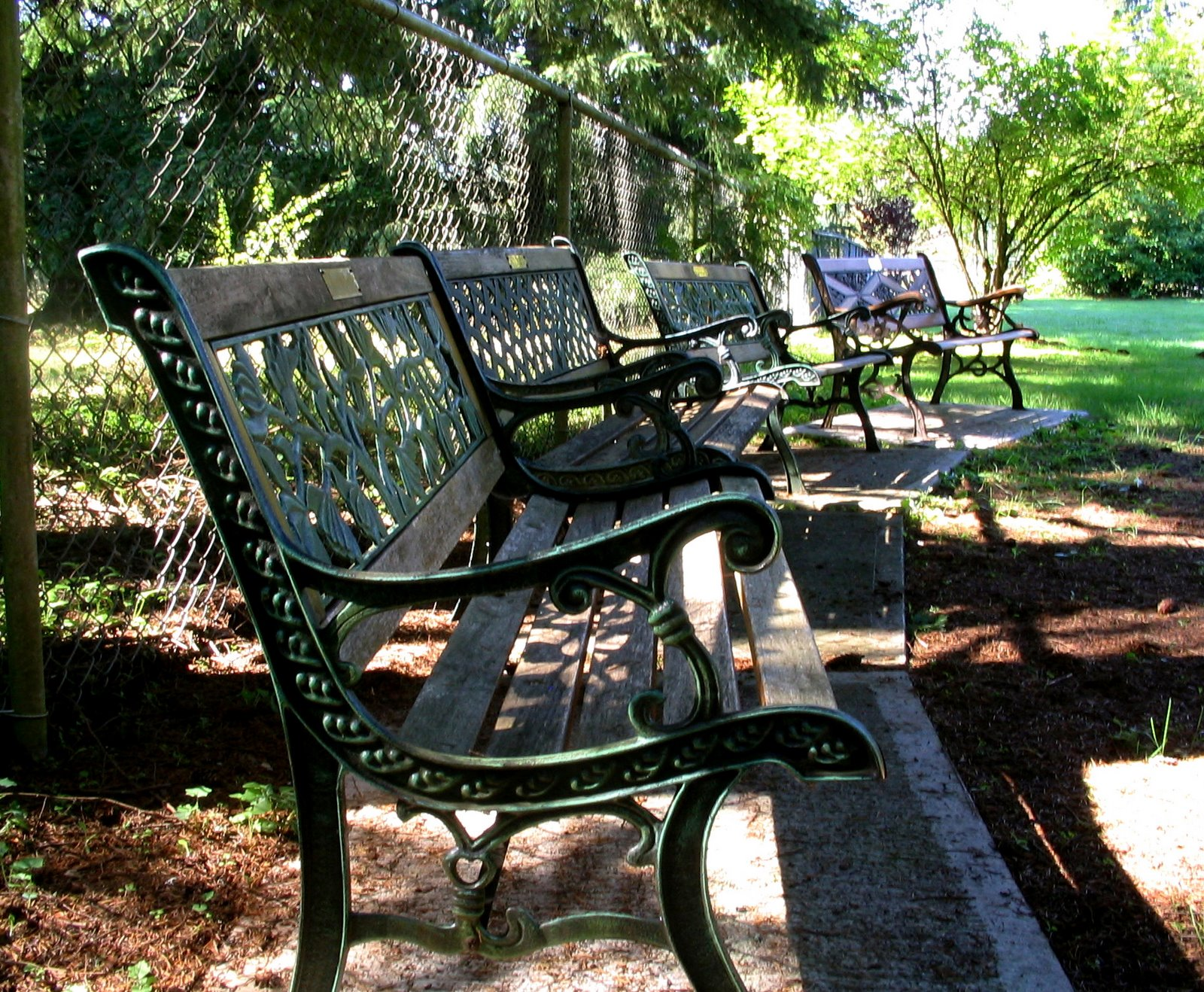 [benches+(moenhke)]