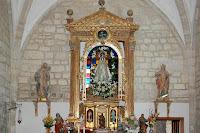 virgen en altar