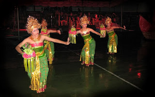 tari pendet dance