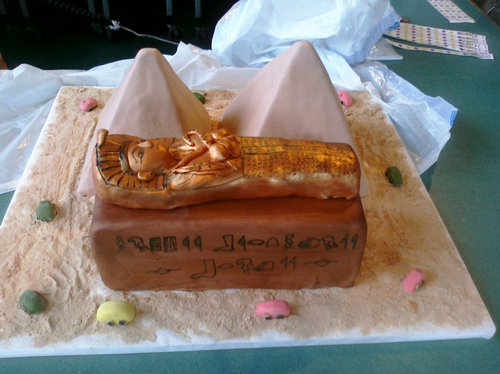 Egyptian Birthday Cakes http://pamscustomcakes.blogspot.com/2011/01/egypt-birthday-cake.html
