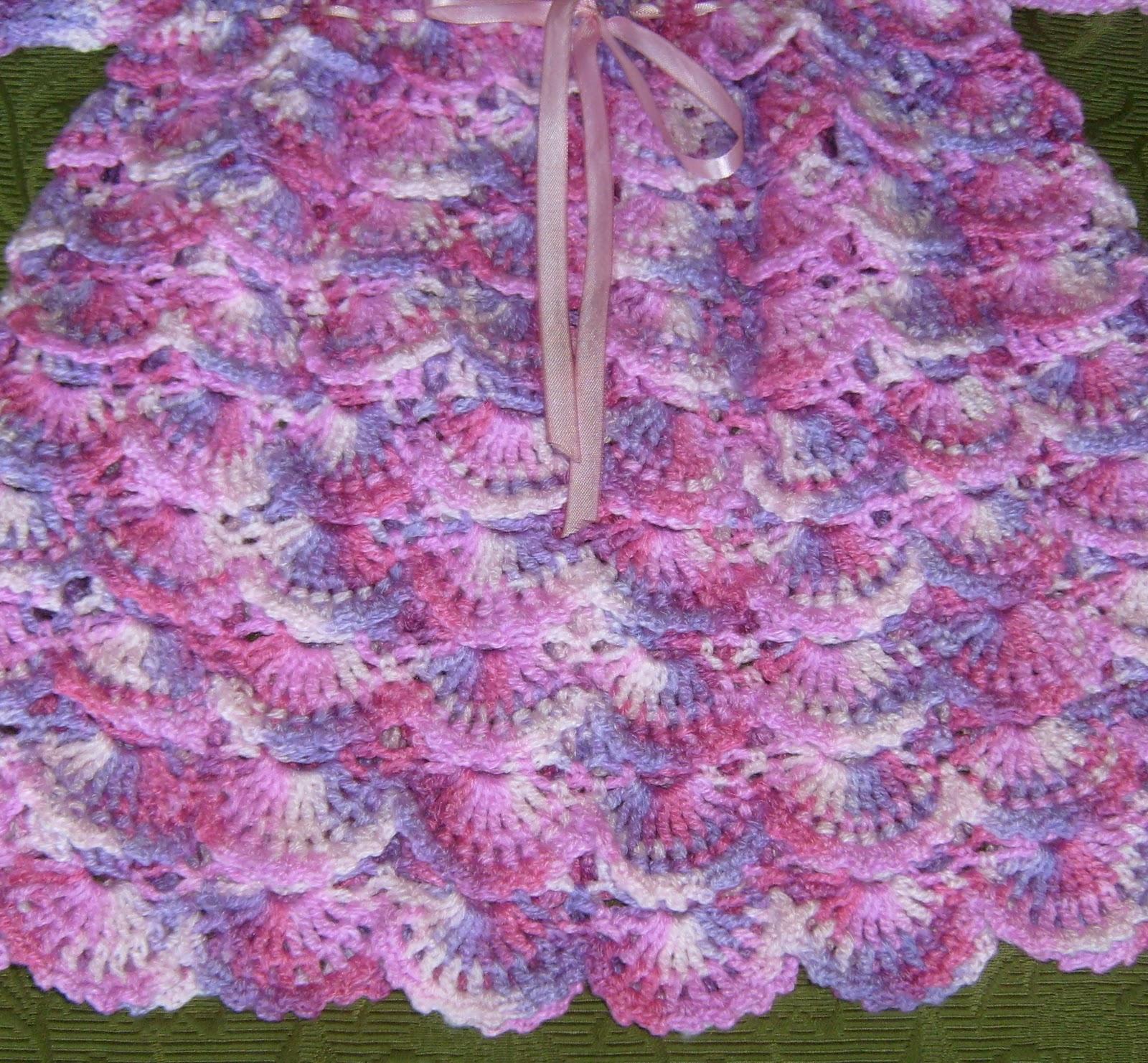 vestido tejido a crochet con un original punto en relieve da efecto de