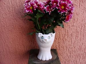 Gato Branco c/ flores