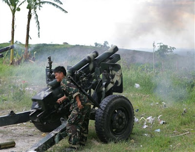 Philippine Army with 105mm howitzer (photo : sulekha)