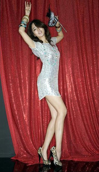 Check out Yoon Eun Hye with her sexy legs. She can be looking very great ...