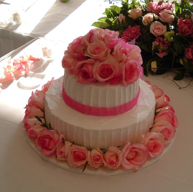 Wedding Cake Enchantress: Fresh Flowers on wedding cakes ...