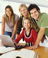 alumnos en actitud contenta