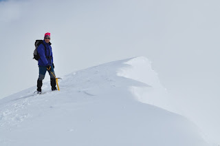 Cornisas de nieve hacia el Valle de Izas