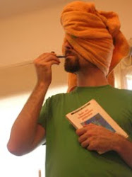 Con una toalla en la cabeza