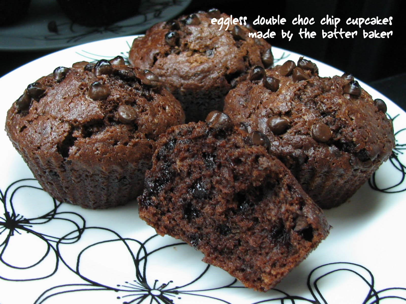 the batter baker: Eggless Double Chocolate Chip Cupcakes