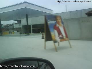 Marta infringe lei de seu próprio oponente e coloca cavalete na rua...