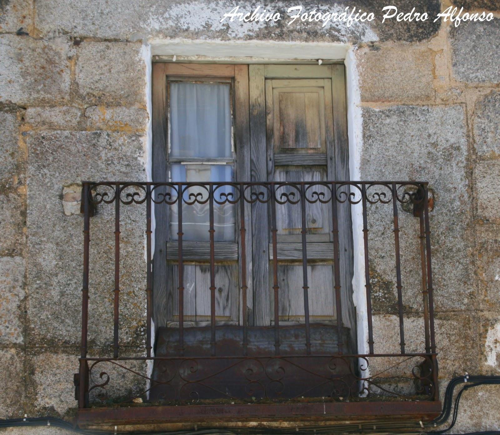 Zorro corredero de cadalso de los vidrios conocer una - Balcones de forja antiguos ...