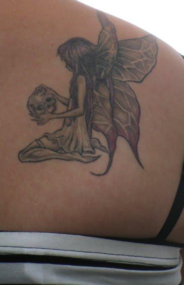 taihieronta olkapää tatuointi