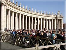 La cola para entrar a la Basílica