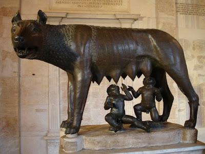 Rómulo y Remo amamantados por una loba