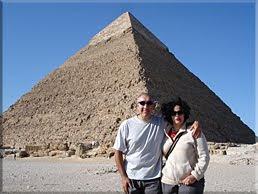 Posando delante de la Pirámide de Kefrén