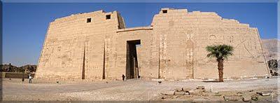 Fachada del Templo de Medina Habut