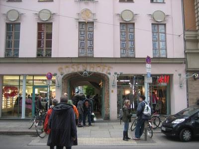 Una de las entrada a los Patios en Rosen Höfe