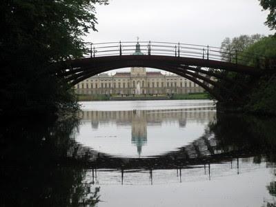 Schloss Charlottenburg reflejado en el estanque