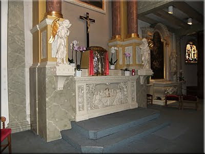 Altar de la pequeña capilla de Begijnhof