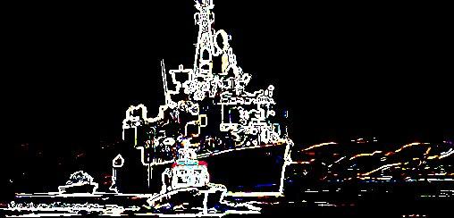 Schiff im Kampf gegen Piraten