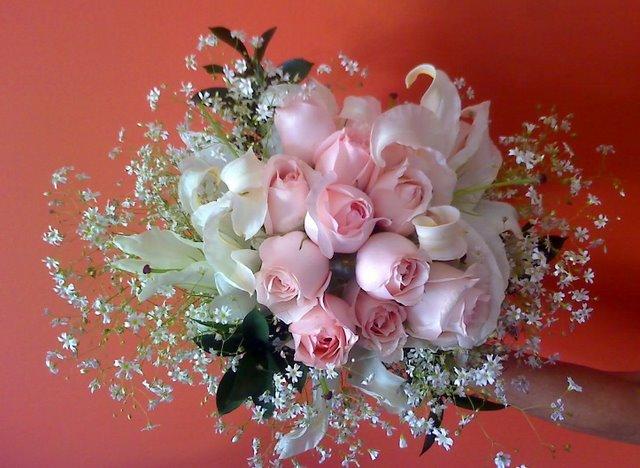 Flores para você, leitor(a)  amigo(a).... e todo  meu carinho e respeito....Beijoss