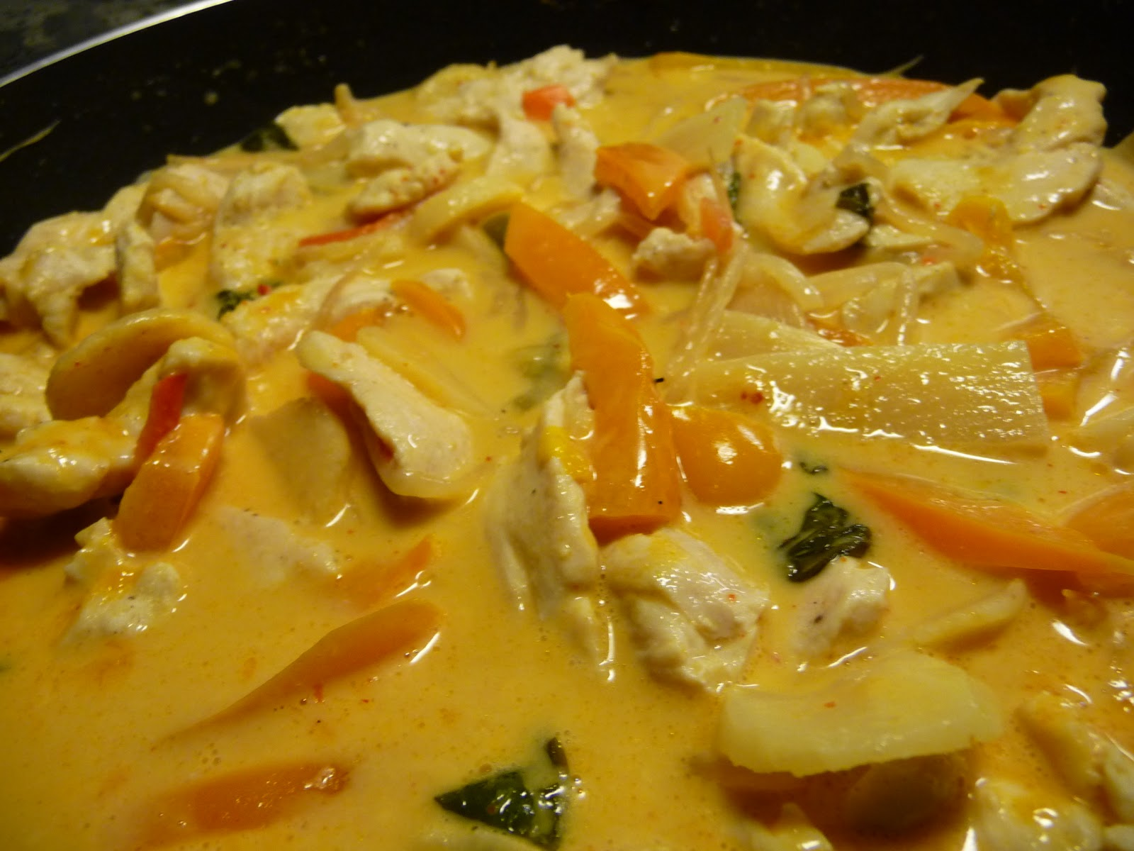 kyckling kokosmjölk röd curry wokgrönsaker