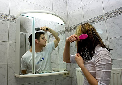 The Bathroom Mirror Illusion - Funny Optical Illusion