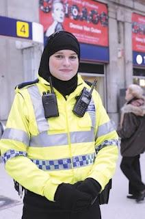 ياسمين رحمن: ضابطة شرطة في قلب لندن .. محجّبة !   La+polici%C3%A8re+musulmane