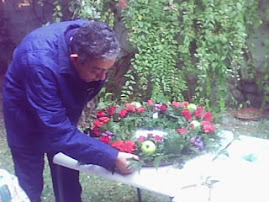 DR. RUBEN ROMERO ALUMNO DE DISEÑO FLORAL PROFESIONAL