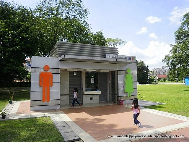 My malaysia daily photo beautiful washrooms at taman for Beautiful washrooms
