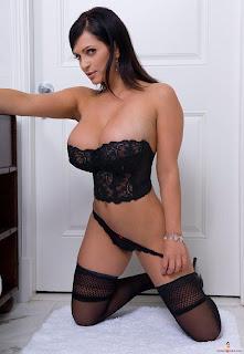 Denise Milani Pechos Impresionantes Reina Hi