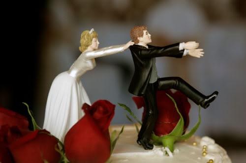 http://2.bp.blogspot.com/_F6WXXby6Kl0/TQaiaJlYWGI/AAAAAAAAAPQ/BmV1qPbVP6I/s1600/Bolo+de+casamento+divertido+%25289%2529.jpg