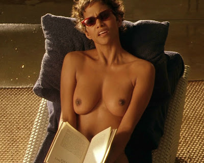 2) Halle Berry (Ginger Knowles) in Codice: Swordfish