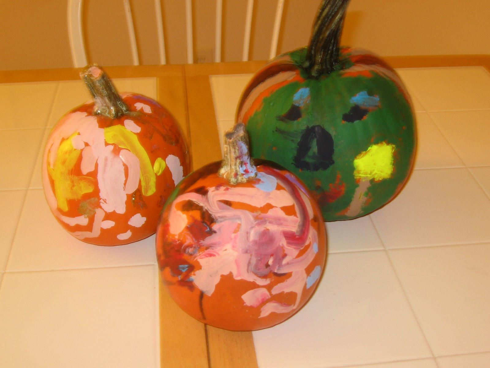 [painting+pumpkins+017.JPG]