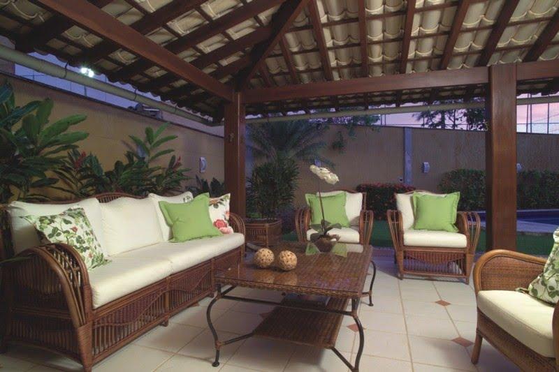 gazebo jardim madeira:Gazebo com telhas de barro vai deixar seu jardim