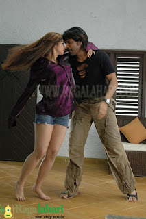 Hot Ayesha Takia leg show