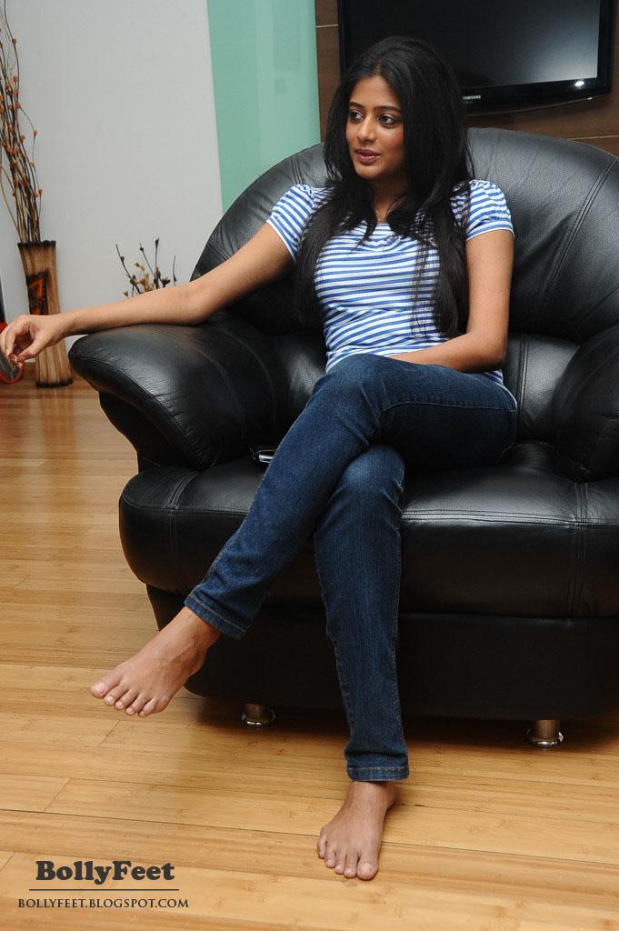 Hyderabadi Damaad Movie Online