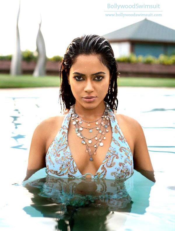 , Sexy Sameera Reddy Bikini Pics